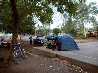 Camping bei der Polizeistation