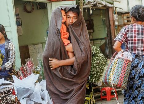 Auf dem Blumenmarkt in Mandalay