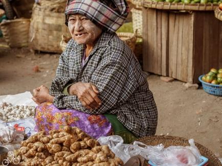 Ingwer Verkäuferin. In Mandalay.