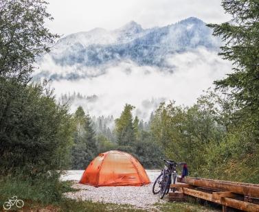 Zelten im Karwendelgebirge / Stanová