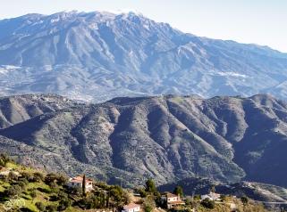 Die Schneegrenze liegt bei circa 1600m. / Hranice sněhu leží okolo 1600m.