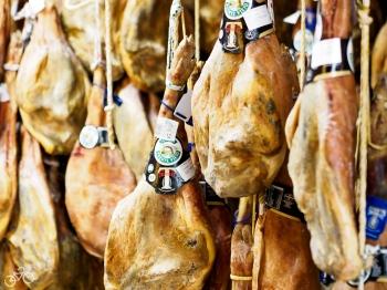 Einer der besten luftgetrockneten Schinken aus Spanien - inTravelez / Jedna z nejlepších sušených šunek z Trevelezu