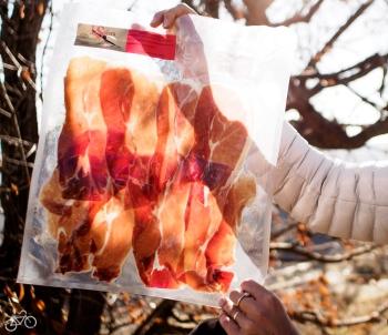 Eine der besten luftgetrockneten Schinken aus Spanien - in Travelez / Jedna z nejlepších sušených šunek z Trevelezu